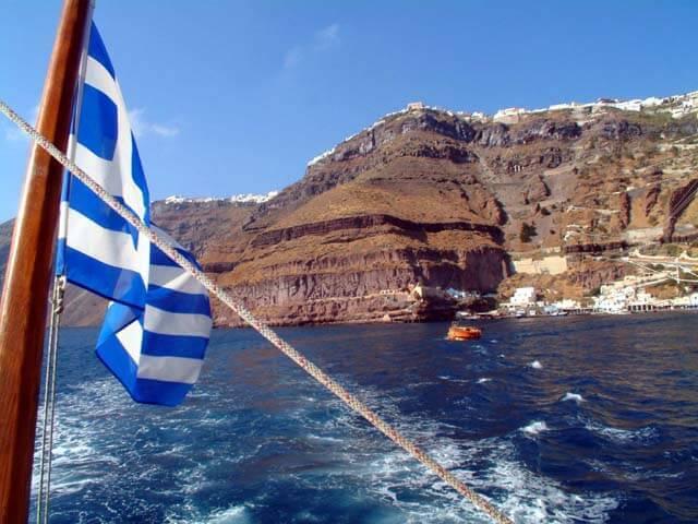 Yacht Charter to Santorini