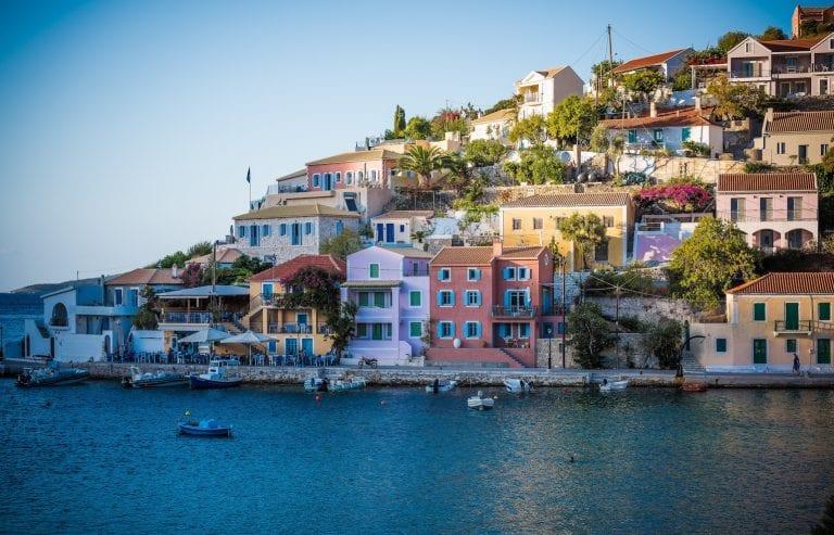 colourful-houses-greece-1-768×493
