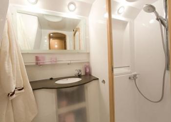 Eleuthera-60-Sailchecker-Bathroom-heads