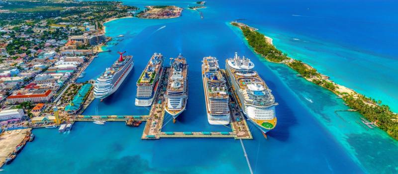 sailing boat and the ocean on a bahamas sailing itinerary