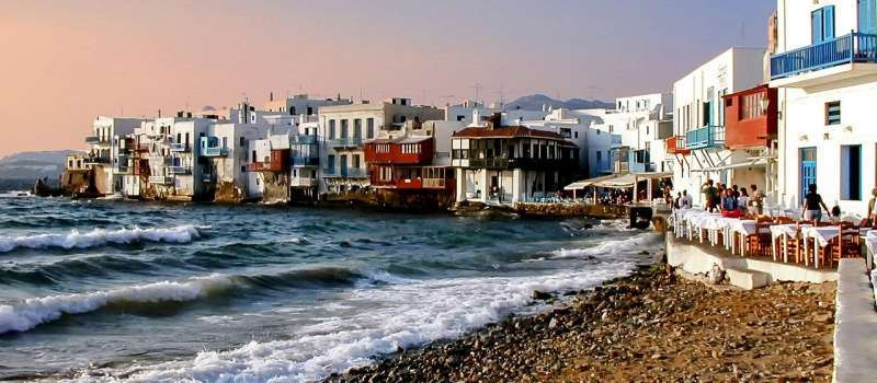 houses in Mykonos on a cyclades sailing itinerary