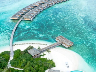 bungalows and view of white sand in the maldives