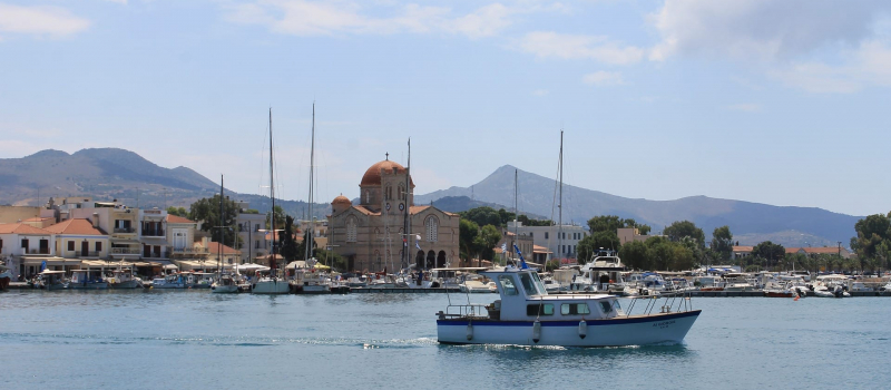 harbour and boats on a Saronic sailing itinerary