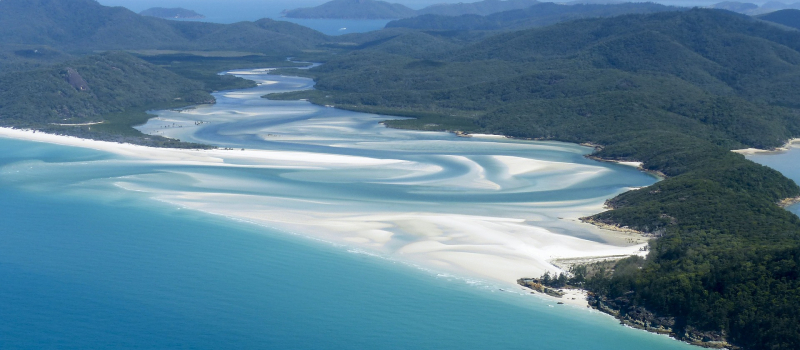 islands with white sand on a Whitsundays sailing itinerary